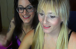 Lesbian webcam show with Victoria Blonde and Sara Ray