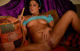 Arabic princess fucks herself