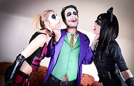 Cosplay Harley Quinn and Catwomen ride the Joker