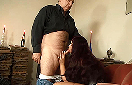 Grandpa gets a blowjob - סרטי סקס