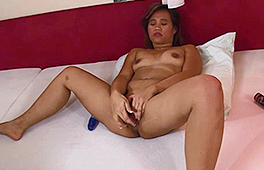 Asian girl fucking herself - סרטי סקס