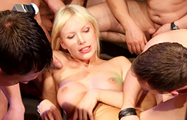 Thick German Cougar Gangbang Bukkake - סרטי סקס