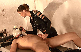 German dominatrix loves spanking and anally drilling her slave - סרטי סקס