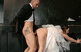 Dirty bride gets the pounding of a lifetime - סרטי סקס