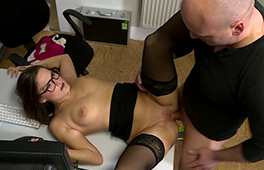 Office chick Holly Hunter loves anal - סרטי סקס