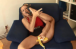 Austrian amateur and her banana - סרטי סקס