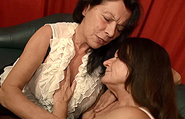 Two German grannies get naughty in bed - סרטי סקס