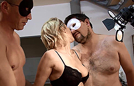 Amateur blonde in a homemade threesome - סרטי סקס