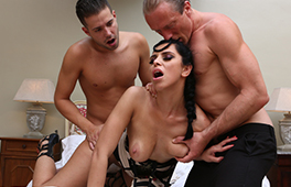 Gorgeous Kira Queen uses two men for pleasure - סרטי סקס